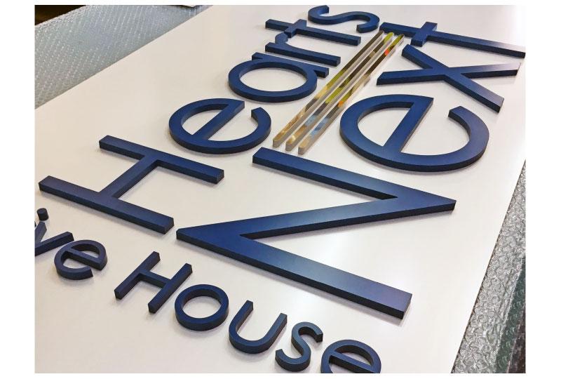 豊島区ライブハウスのアクリル切り文字 さいたまの看板屋